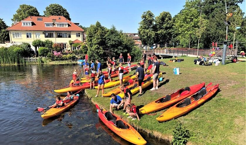 Er waren onder meer kano-activiteiten, waterlijnbal en een estafette met slingshots (foto: pr).