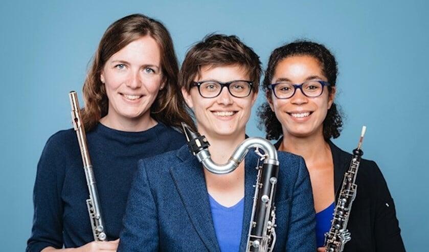 Rieneke Brink (fluit), Paloma de Beer (hobo) en Ilse Eijsink (klarinet) vormen een blazerstrio dat graag van de gebaande paden afwijkt.