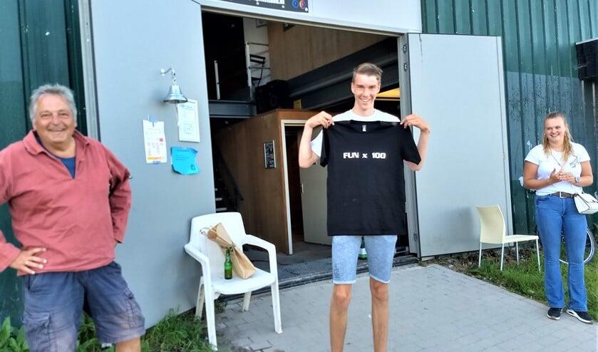 Tijdens een 1,5 meter BBQ om de zomer in te luiden werd het 100e clublid, Koert, gehuldigd met een uniek T-shirt.