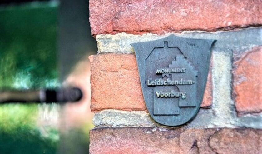 <p>Het plaatje dat op een pand aangeeft dat het een gemeentelijk monument is (archieffoto gemeente LV).</p>