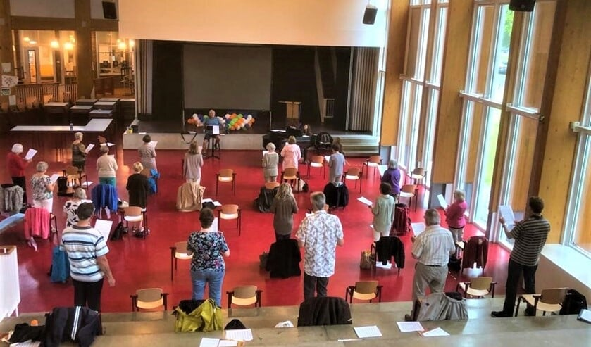 De repetitie op afstand door het koor Corda Cantate (foto: pr).