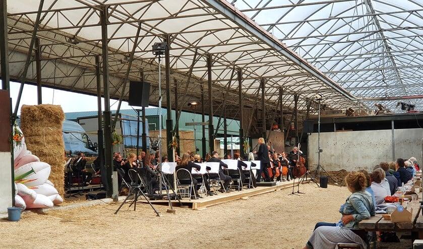 Sinfonia Rotterdam brengt een klassiek concert naar Hoeve Biesland.
