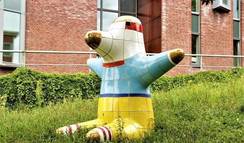 'Ubu', 2003. Een beeldhouwwerk van Jan Snoeck aan de Via Donizetti bij de brandweerkazerne Voorburg (foto: Marian Kokshoorn).