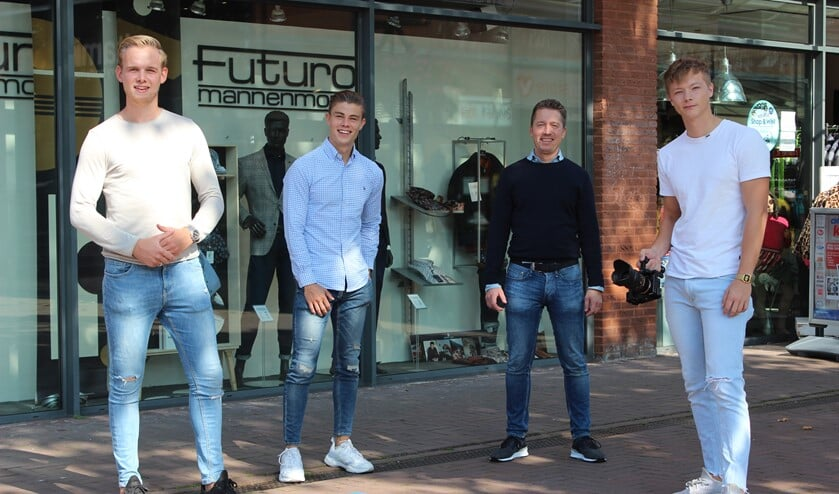 Team SMOEF media tezamen met bekende ondernemer Peter Brouwer van Futuro. (Foto: Martijn Mastenbroek)