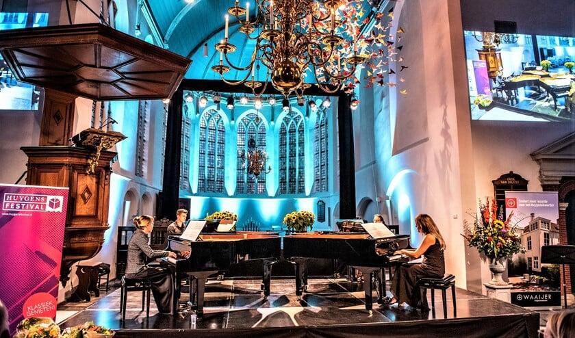 Het Rondane Kwartet nam het publiek op vier vleugels twee uur lang mee in 'Lemniscaat' van de Nederlandse componist Simeon ten Holt (foto: Michel Groen).