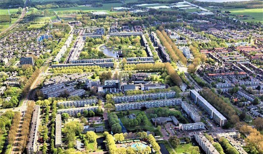 <p>De wijken De Heuvel (voorgrond), Amstelwijk en Prinsenhof in Leidschendam (foto: Siebe Swart).</p>