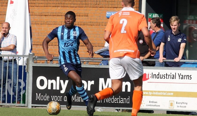 Emmanuel Addai (Forum Sport) debuteerde als linksback (foto: AW).