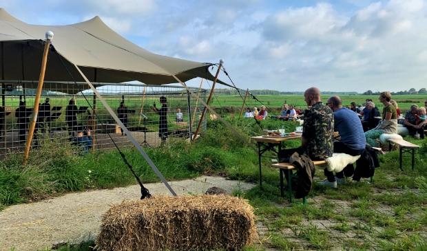 Het was echt genieten voor gasten en de muzes van Vocaal Ensemble Muze tijdens het ontbijtconcert zondag op Molenwei (foto: pr).