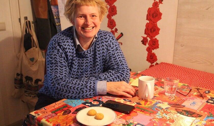<p>Mieke woont twintig jaar in Pijnacker en vindt het jammer dat ze dichtbij geen vriendinnen heeft.</p>