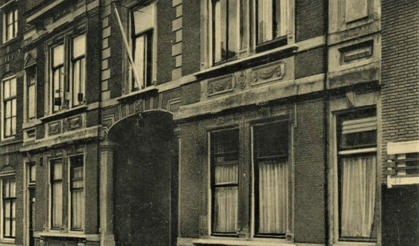 <p>het raadhuis in de Herenstraat te Voorburg rond 1930 (archieffoto).</p>