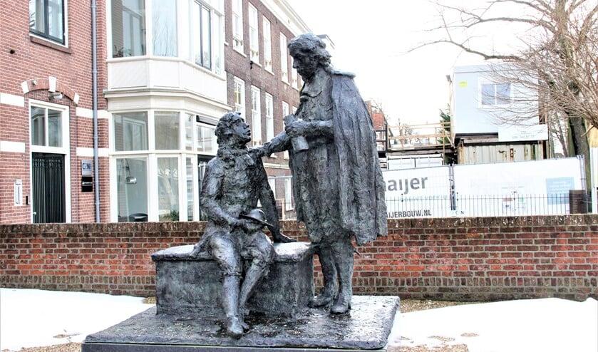 <p>&lsquo;Huygensmonument&rsquo;, een beeld van Hans Bayens op het voorplein van Huygens Hofwijck in Voorburg (foto: Marian Kokshoorn).</p>