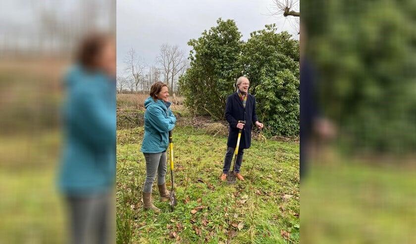 <p>Wethouder Floor Kist gaf samen met Hanneke Ormondt van MeerBomenNu het startschot voor de actie (foto: pr).</p>