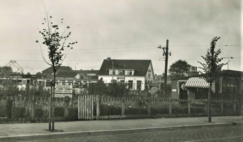 <p>&nbsp;Voorburgs station aan het Westeinde met eindpunt lijn 10, circa 1950 (archief F.v.d. Helm).</p>