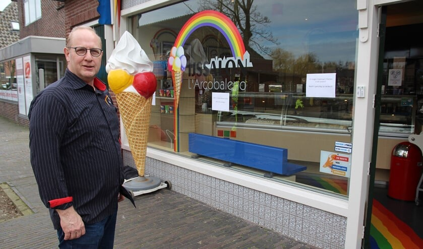 <p>Waar nodig steunt de gemeente ondernemers. John Vonk van de ijssalon in de Dorpsstraat in Nootdorp redt zich wel. IJs is heerlijk &lsquo;troostvoer&rsquo; in barre tijden!</p>