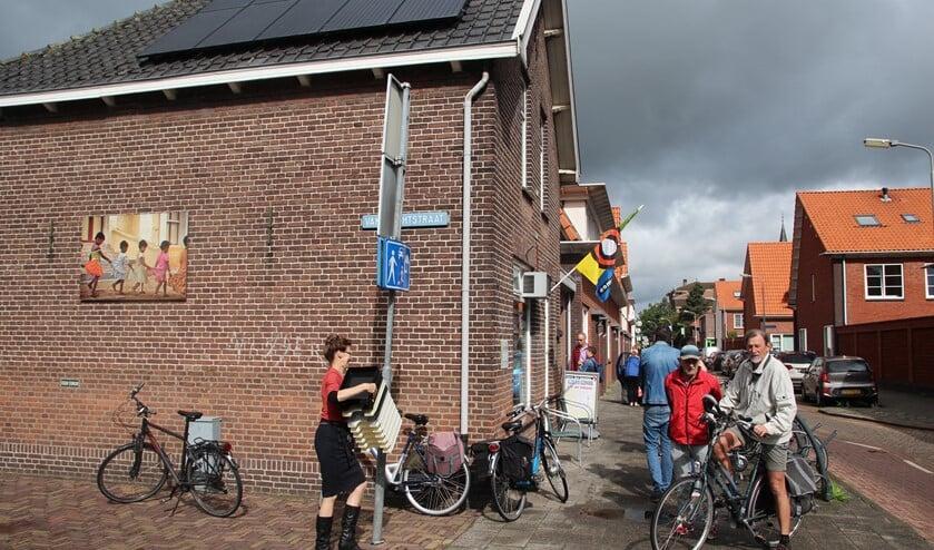 <p>De winkel van Terre des Hommes op de hoek Emmastraat/Van Brachtstraat is weer open.</p>