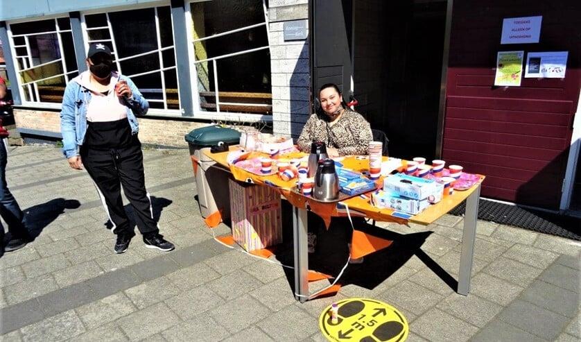 <p>Stichting Fenomeen Bovenveen was bij de Koningkerk aanwezig met activiteiten voor kinderen (foto: Ap de Heus).</p>
