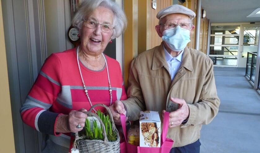 <p>De vrijwilligers zagen bij het afgeven van deze presentjes veel blijde gezichten, zelfs door de mondkap heen!</p>