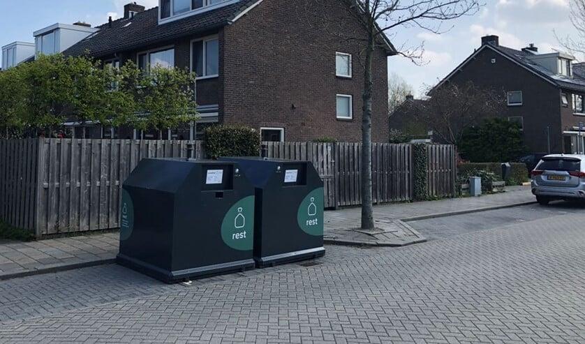 <p>In de Delflandstraat heeft de gemeente nu twee bovengrondse containers geplaatst, zonder verdere mededelingen, zegt aanwonende Marc Heijster. </p>