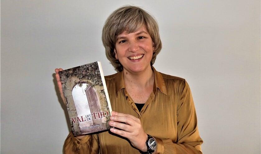 <p>Schrijven geeft Janine Brandsen rust (foto: pr).</p>