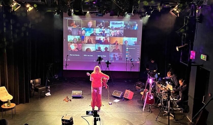 <p>De eerste show van Het Veur Theater Streamfestival was een groot succes met bijna 200 online toeschouwers (foto: pr).</p>