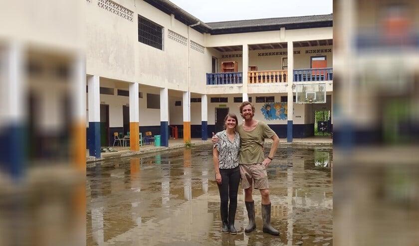 <p>Tropenartsen Carolien en Jacob van der Ende uit Nootdorp zijn bezig een voormalig internaat om te bouwen tot ziekenhuisje. </p>