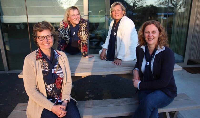<p>Het bestuur van de Dames van Oostland. Vooraan Astrid van Vliet en Melanie Peltzer. Achteraan Martine Schiffeleers en Caroline van der Spek.</p>
