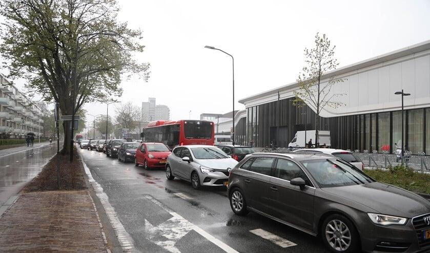 Drukte op de omliggende wegen bij de Westfield Mall (foto: Herman van de Woude).
