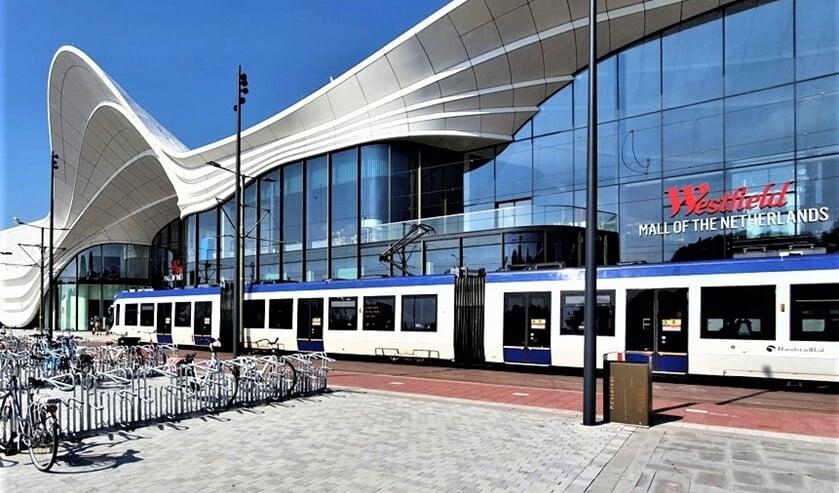 <p>Aankomst van de tram bij de Westfiel Mall (foto: pr GroenLinks / Henk Knoester).</p>