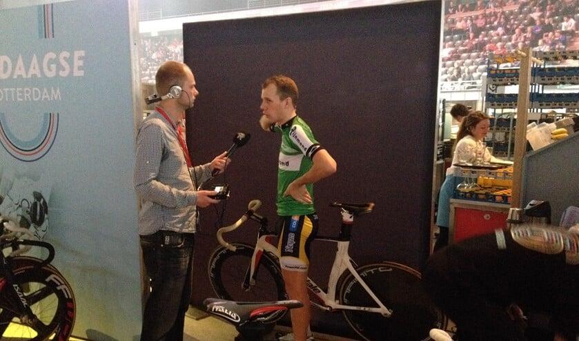 Michael Vingerling in gesprek met Cris Rolandus van RTV Rijnmond.
