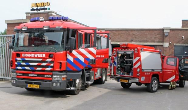 De brandweer bij de losruimte van Jumbo  © GrootHellevoet.nl