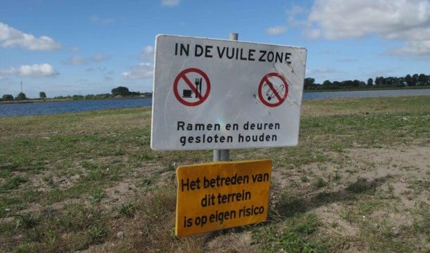 De Brielse kant van de Plas van Heenvliet.