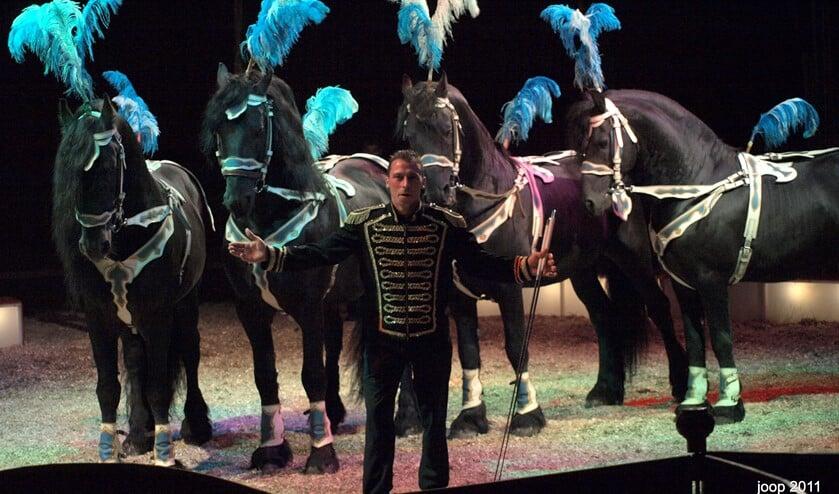 Paarden en kamelen ziet u nog wel bij Circus Renz. Foto: PR.
