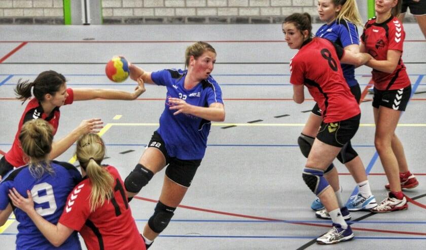 De dames van HVOS hadden zondag in sporthal Olympia geen moeite met tegenstander Saturnus Leiden. Fotografie: Peter de Jong