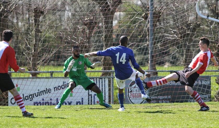Abbenbroek, dat met 0-1 verloor van SV Charlois, is op zoek naar spelers voor alle elftallen. Foto's:  Peter de Jong.
