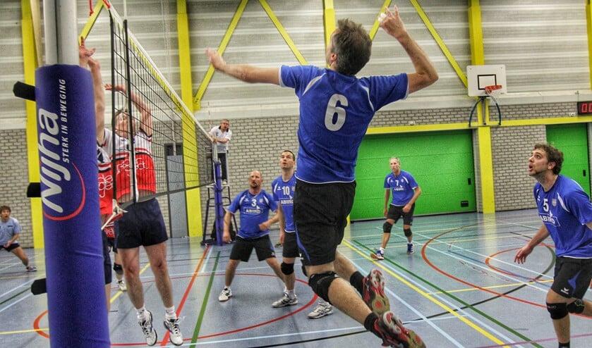 De volleyballers van Spivo hebben met een uitzonderlijke 4-0 overwinning opponent WVH van de vloer geslagen. Foto Peter de Jong.