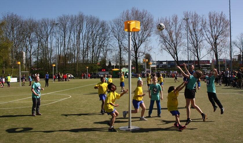 Maar liefst 63 teams deden mee aan het schoolkorfbaltoernooi.