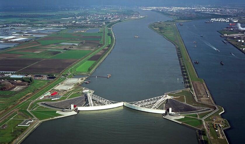 De imposante kering vanuit de lucht. Foto: Rijkswaterstaat