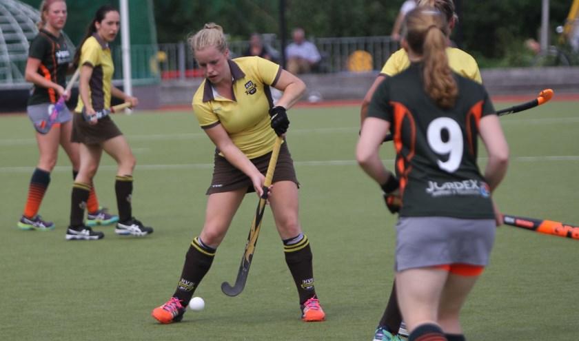 De dames van HV Spijkenisse openden de competitie met winst op Barendrecht. Fotografie: Peter de Jong