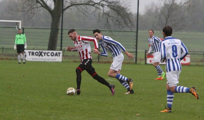 Hekelingen wist zaterdag het duel bij mede koploper Zwartewaal te winnen en te stijgen op de ranglijst.