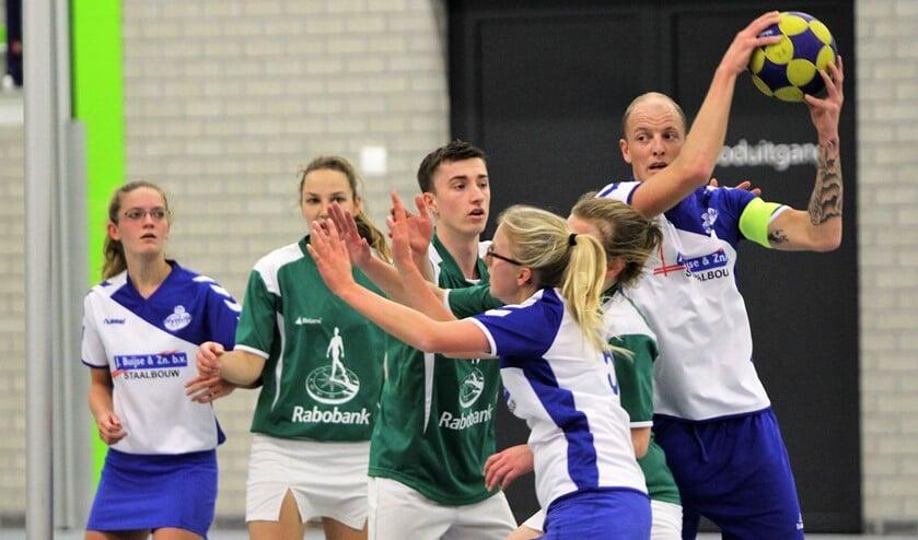 De korfbalequipe van Olympia liep na een spannend treffen tegen ESDO onverwacht tegen een nederlaag op.