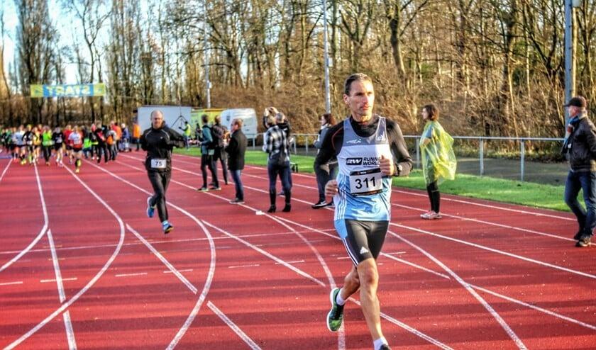 Robert Willemse ging er bij de start al vandoor en won uiteindelijk de Spijkenisse Marathon.
