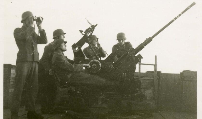 Tijdens de rondleiding bezoekt u de locatie waar in de Tweede Wereldoorlog het Flak stond.