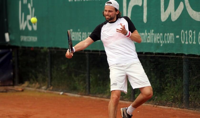 De tennissers van LTC Spijkenisse zijn na de 1-5 nederlaag tegen TOP na één seizoen eredivisie gedoemd te degraderen.