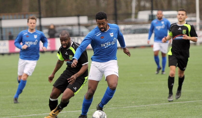 SC Botlek stond zaterdag nog met acht man in het veld tegen Rijnmond Hoogvliet Sport en verloor met 0-2.