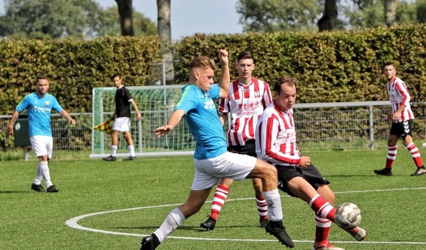Hekelingen werd zaterdag pas na rust wakker in het duel met het Hellevoetse FC Vlotbrug.