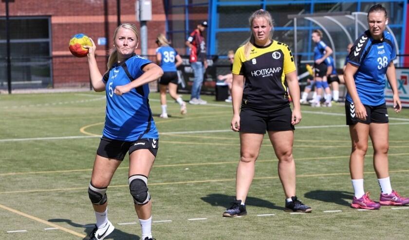 De dames van HVOS opende zondag de competitie met een nederlaag tegen Dios.