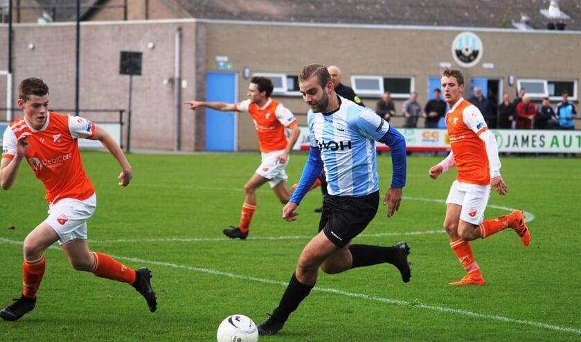 DVV '09 kon tegen FIOS pas in de tweede helft het verschil maken.  Meuldijk wist tweemaal het doel te vinden (Foto: Marjo Smit).