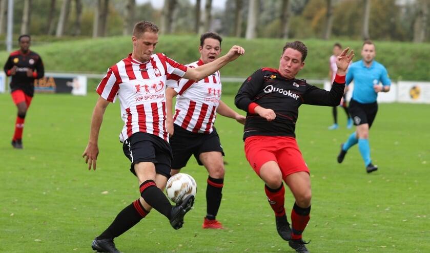 Hekelingen deed zaterdag bij WCR goede zaken en won het duel met 0-4.