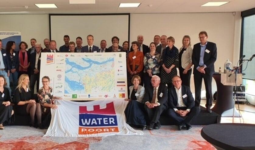34 partners uit bedrijfsleven, overheid en onderwijs op de grens van West-Brabant, Zeeland en Zuid-Holland besluiten tot voortzetting.