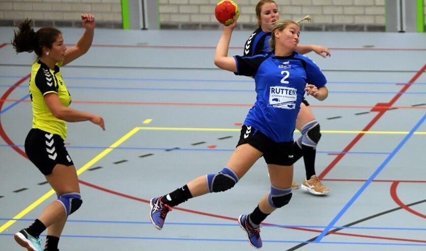 De dames van HVOS troffen zondag in DIOS een taaie tegenstander en verloren met 21-22.